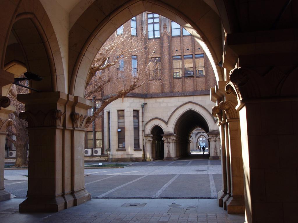 東京大学文学部は今なお戦前と同じ校舎を使っている。