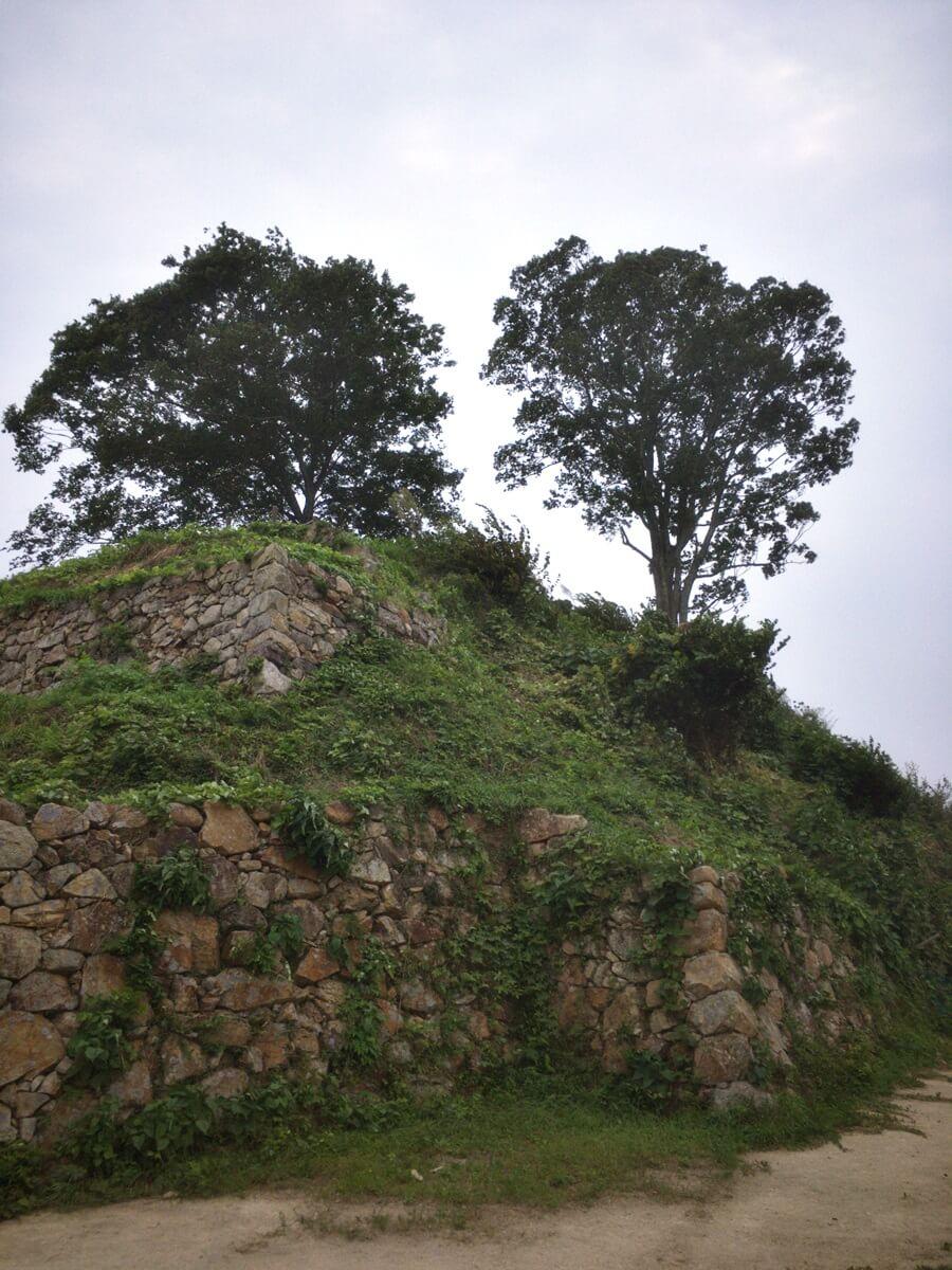 月山富田城三の丸の石垣。
