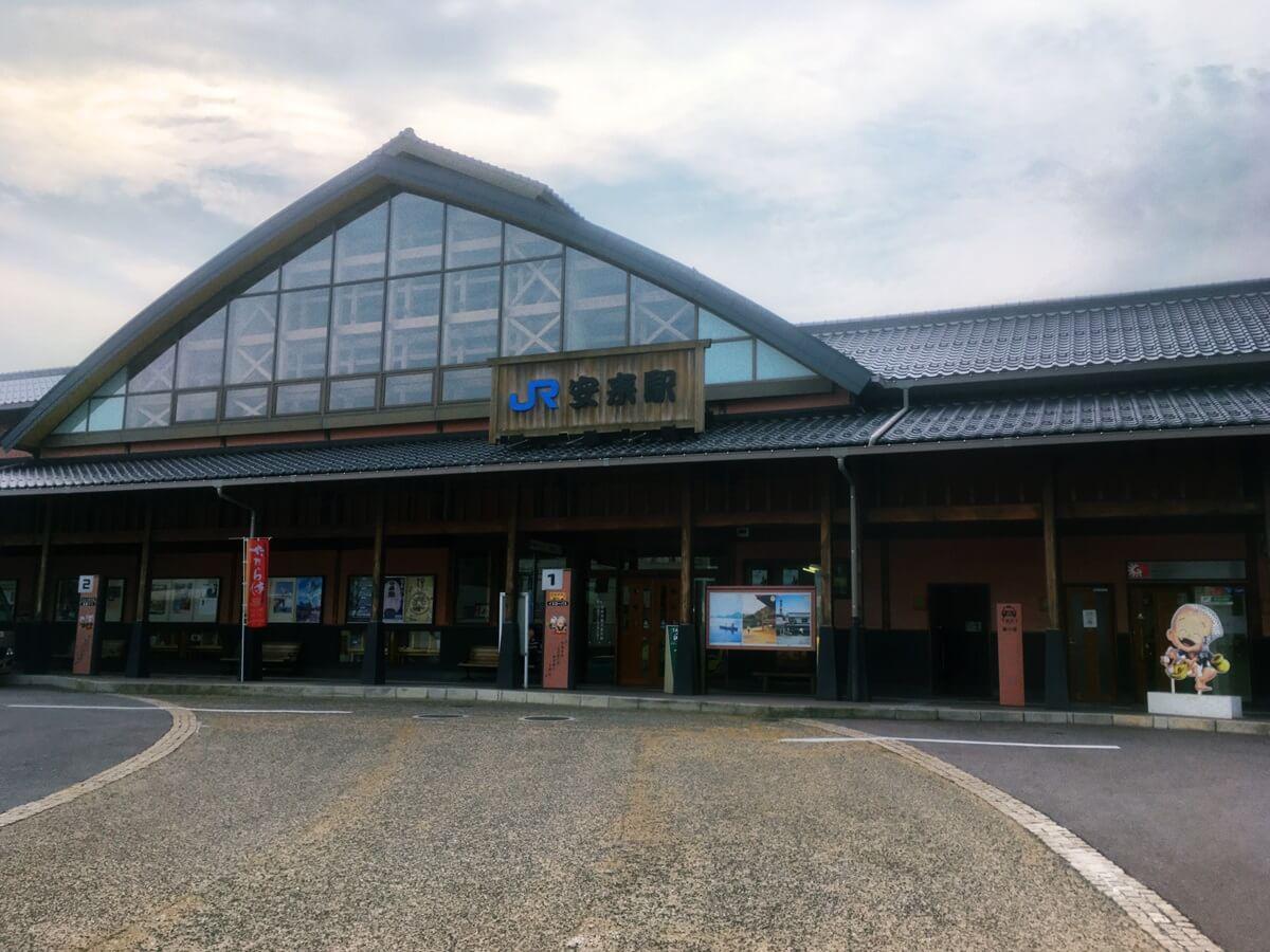 JR安来駅。駅前がコミュニティバスの乗り場になっている。