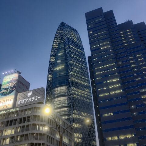 中央のビルがブックファースト新宿店の入っているコクーンタワー